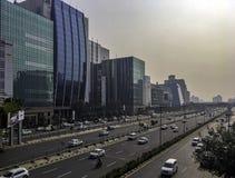 Arquitetura da cidade/Cyberhub do Cyber em Gurgaon, Nova Deli, Índia imagens de stock royalty free