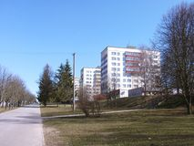 Arquitetura da cidade da mola com casas e passeio de apartamento Imagens de Stock Royalty Free