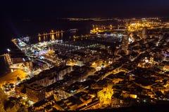 Arquitetura da cidade da noite de Alicante Fotos de Stock Royalty Free