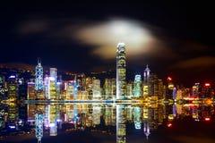 Arquitetura da cidade da noite de Hong Kong moderno Fotos de Stock
