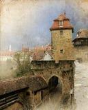 A arquitetura da cidade da rua medieval com portas eleva-se, retro tonificado Imagem de Stock