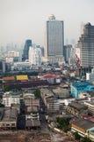 Arquitetura da cidade das torres e das construções de Banguecoque dentro na cidade Buildi alto fotos de stock royalty free