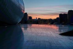 Arquitetura da cidade de Baku no por do sol imagem de stock