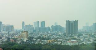 Arquitetura da cidade de Banguecoque com ambiente nevoento, poluição da poeira no ar Poluição do ar na cidade de Banguecoque, Tai Fotos de Stock