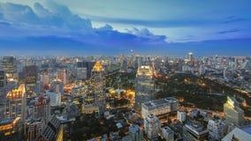 Arquitetura da cidade de Banguecoque no crepúsculo fotografia de stock royalty free