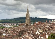 Arquitetura da cidade de Berna com a catedral de Muenster, Suíça, Fotografia de Stock
