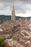 Arquitetura da cidade de Berna com a catedral de Muenster, Suíça, Foto de Stock Royalty Free