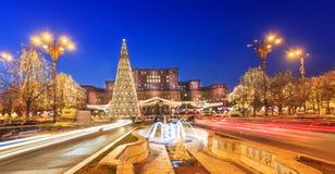 Arquitetura da cidade de Bucareste no feriado do Natal imagem de stock royalty free