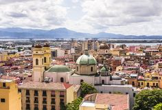 Arquitetura da cidade de Cagliari, cidade principal de Sardinia, Itália fotos de stock royalty free
