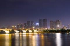 Arquitetura da cidade de Changsha na noite fotografia de stock