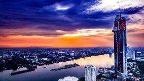 Arquitetura da cidade de Chao Praya River Bangkok Imagens de Stock Royalty Free
