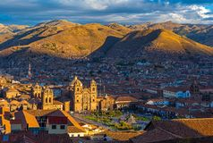 Arquitetura da cidade de Cusco no por do sol, Peru foto de stock royalty free