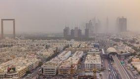 Arquitetura da cidade de Dubai durante o timelapse da tempestade de areia filme