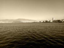 Arquitetura da cidade de Izmir - Alsancak Turquia do mar - fotografia do Sepia fotos de stock royalty free