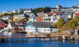 Arquitetura da cidade de Kristiansund, opinião do beira-mar imagens de stock