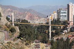 Arquitetura da cidade de La Paz com a ponte dos Americas Foto de Stock Royalty Free