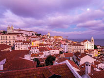A arquitetura da cidade de Lisboa, Portugal, considerado de Portas faz o solenoide Fotografia de Stock Royalty Free