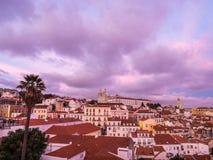 A arquitetura da cidade de Lisboa, Portugal, considerado de Portas faz o solenoide Foto de Stock