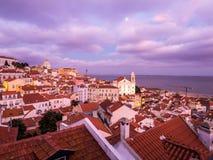 A arquitetura da cidade de Lisboa, Portugal, considerado de Portas faz o solenoide Fotografia de Stock