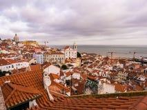 A arquitetura da cidade de Lisboa, Portugal, considerado de Portas faz o solenoide, Fotos de Stock Royalty Free