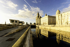 Arquitetura da cidade de Liverpool - reflexão de Pierhead Imagens de Stock