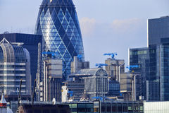 Arquitetura da cidade de Londres com construção do pepino e da Lloyd Foto de Stock