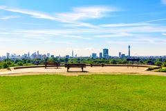 Arquitetura da cidade de Londres vista do monte da prímula Imagens de Stock