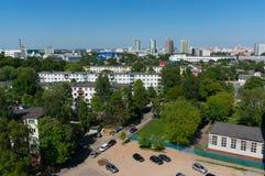 Arquitetura da cidade de Minsk do verão com estacionamento Imagem de Stock Royalty Free