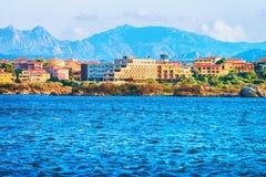 Arquitetura da cidade de Olbia com mar Mediterrâneo Sardinia imagens de stock