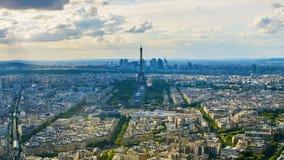 Arquitetura da cidade de Paris, vista surpreendente da torre Eiffel famosa e construções, sightseeing filme