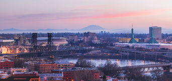 Arquitetura da cidade de Portland Oregon no panorama do nascer do sol Fotografia de Stock Royalty Free
