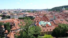 Arquitetura da cidade de Praga do castelo de Hradschin - bandeja vertical video estoque