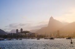 Arquitetura da cidade de Rio de janeiro durante o por do sol imagens de stock