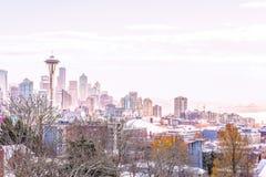 Arquitetura da cidade de Seattle na luz da manhã no inverno Imagens de Stock