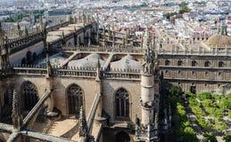 Arquitetura da cidade de Sevilha moderna na Andaluzia, Espanha Vista do Giralda imagem de stock