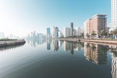 Arquitetura da cidade de Sharjah no nascer do sol United Arab Emirates imagem de stock