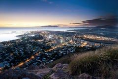 Arquitetura da cidade de Townsville no crepúsculo, Austrália Imagem de Stock