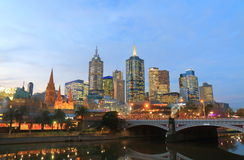 Arquitetura da cidade do centro Austrália dos arranha-céus de Melbourne Fotos de Stock Royalty Free