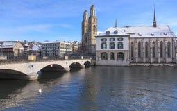 Arquitetura da cidade do inverno de Zurique Fotos de Stock Royalty Free