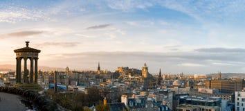 Arquitetura da cidade e skyline de Edimburgo como visto do monte de Calton Imagens de Stock Royalty Free