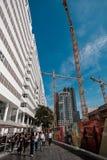 Arquitetura da cidade e skyline de Haia durante a construção, os Países Baixos Os povos estão comutando para trabalhar imagem de stock