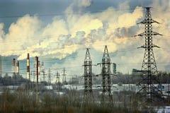 Arquitetura da cidade em circuts do poder do céu do inverno Foto de Stock Royalty Free