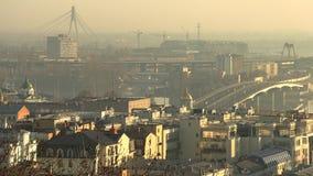 Arquitetura da cidade enevoada alaranjada Kiev do nascer do sol, Ucrânia, vídeo da metragem 4k vídeos de arquivo