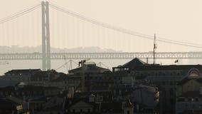 Arquitetura da cidade industrial na luz solar filme
