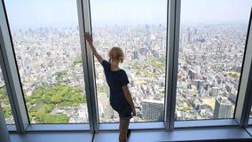 Arquitetura da cidade da mulher de Osaka video estoque