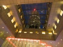 Arquitetura da cidade na noite foto de stock