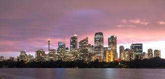 Arquitetura da cidade no crepúsculo, Novo Gales do Sul de Sydney, Austrália Fotografia de Stock Royalty Free