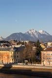 Arquitetura da cidade no rio Salzach em Salzburg, Áustria, 2015 Imagens de Stock