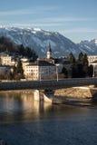 Arquitetura da cidade no rio Salzach em Salzburg, Áustria, 2015 Fotografia de Stock