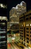 Arquitetura da cidade da noite de Austin com igreja e arranha-céus imagem de stock royalty free